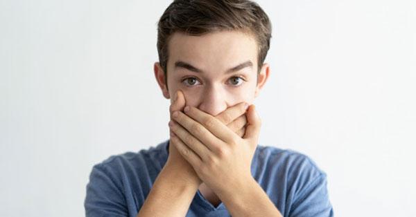 a rossz lehelet keserűség a szájban okozza)