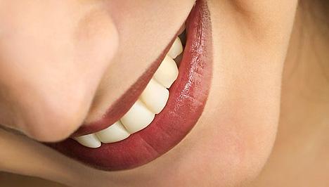 Csodákat művel ez a házi szájvíz keverék: Megszünteti a fogkövet és a kellemetlen leheletet