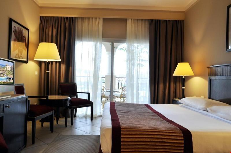 Parazita szállodában szállok meg)
